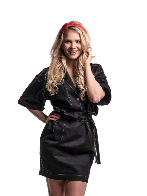 Lotta Näkyvä on entinen Miss Suomi, aivan kuten Sara Chafak tällä kaudella.