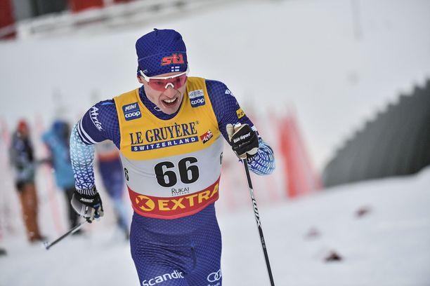 Iivo Niskanen lähti takaa-ajoon sijalta 11, mutta onnistui nousemaan kolmanneksi.