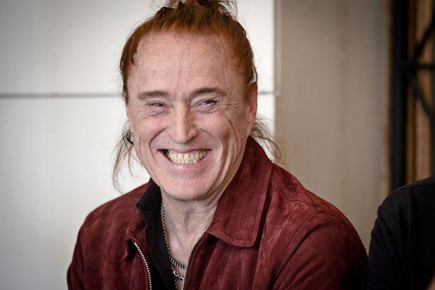 Tommi Läntisen hymy alkaa hyytyä koronan peruessa keikkoja.