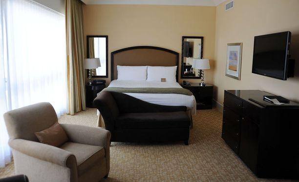 Huoneessa on muhkea sänky, iso tv, huikeat näkymät yli Beverly Hillsin sekä amme, josta Whitney Houston tiettävästi löydettiin kuolleena.