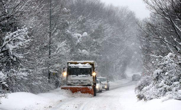 Istanbulissa on muutama aste pakkasta ja lumisateita. Istanbulin pormestarin Kadir Topbasin mukaan lumisateet ovat rankimmat seitsemään vuoteen.
