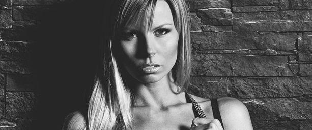 Mari Kasvi kisaa fitnessmissien MM-kisoissa.