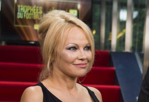 Pamela Anderson on jälleen rouvasäädyssä.