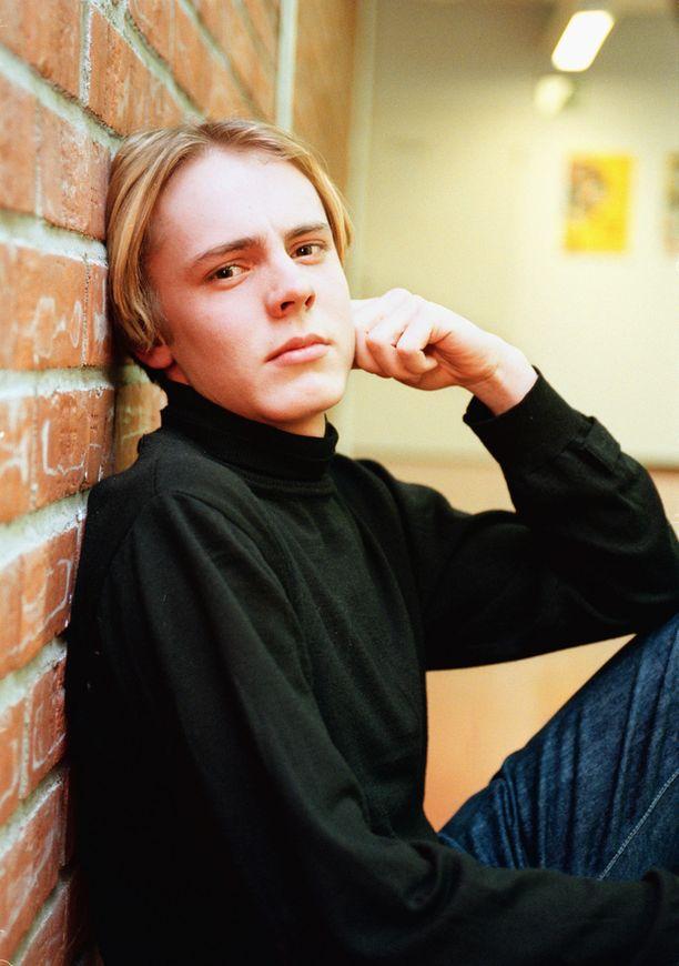 Pääkkönen oli 18-vuotias aloittaessaan Salatuissa Elämissä.