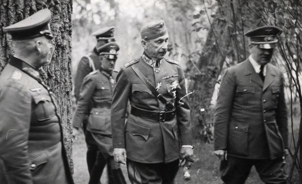 Mannerheimiin suhtaudutaan Venäjällä ristiriitaisesti. Kuva kesäkuulta 1942, kun Mannerheim tapasi Hitlerin.