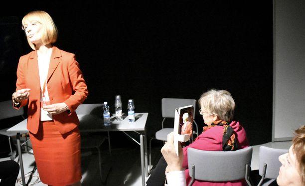 Tuppurainen piti vielä kokouspaikalla Lahdessa viime hetken kampanjointitilaisuuksia, mutta ne eivät riittäneet: äänimäärä oli kolme kertaa huonompi kuin haastajakollega Timo Harakalla.