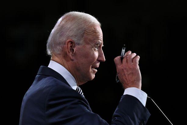 Demokraattien presidenttiehdokas Joe Bidenilla ei ole koronaa.
