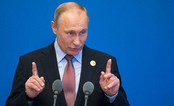 Vladimir Putin ja Donald Trump tapaavat perjantaina.