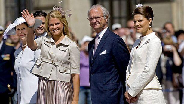 Prinsessa Madeleine vilkutti kansalle.