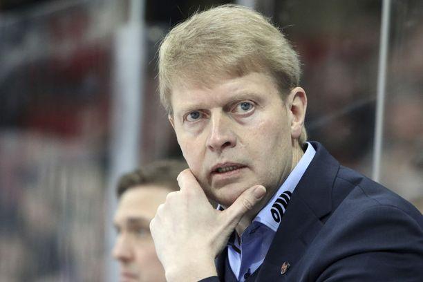 Jukka Rautakorpi on pyrkinyt uudistamaan Tapparan peliä. Mikä on hänen taktinen vetonsa, kun finaalisarja jatkuu tänään Tampereella?