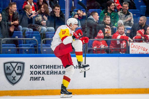 """Marko """"Mörkö"""" Anttila tuulettaa 2–2-maaliaan Moskovassa."""