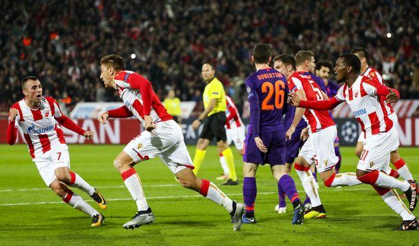 Punaisen tähden 24-vuotias kärkimies Milan Pavkov (toinen vas.) iski kaksi maalia Liverpoolin verkkkoon.