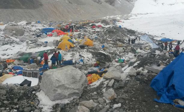 Mount Everestin perusleiri järistyksen jäljiltä