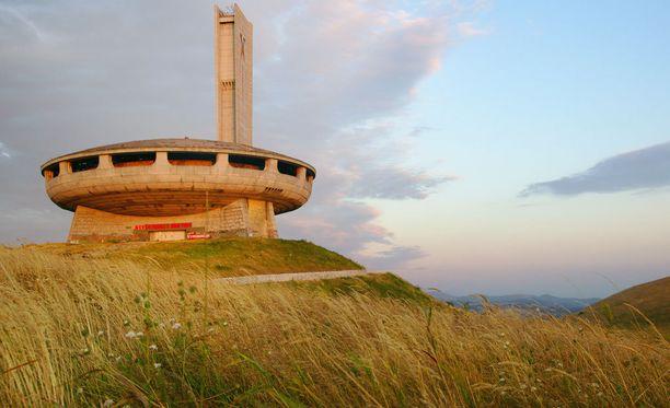 Vuorelle rakennettu monumentti näkyy kauas.