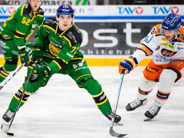 Viime kausi oli Matias Maccellille todellinen kanuunakausi. Nuorimies teki 43 ottelussa 30 pistettä (13+17) ja pääsi tekemään ensiesiintymisensä A-maajoukkueessa Ruotsin Euro Hockey Tour -turnauksessa.