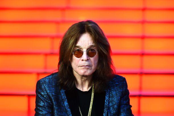Ozzy Osbourne on tunnettu brittiläinen rockmuusikko. Miehen kappaleisiin kuuluvat esimerkiksi Iron Man ja Dreamer.