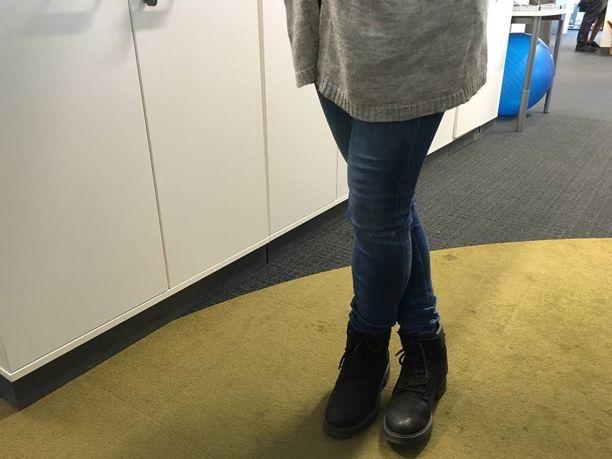 Hakeutuvatko jalkasi huomaamattasi tällaiseen seisoma-asentoon?