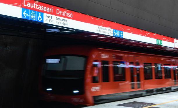 Länsimetron käynnistymispäivästä odotetaan tietoa perjantaina.
