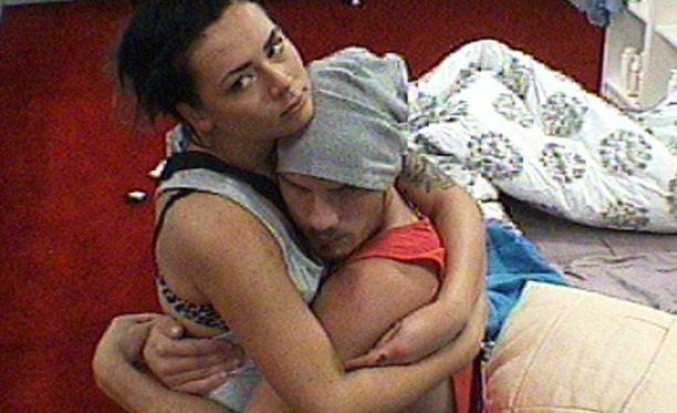 Jenna ja Dani ovat harrastaneet talossa seksiä.