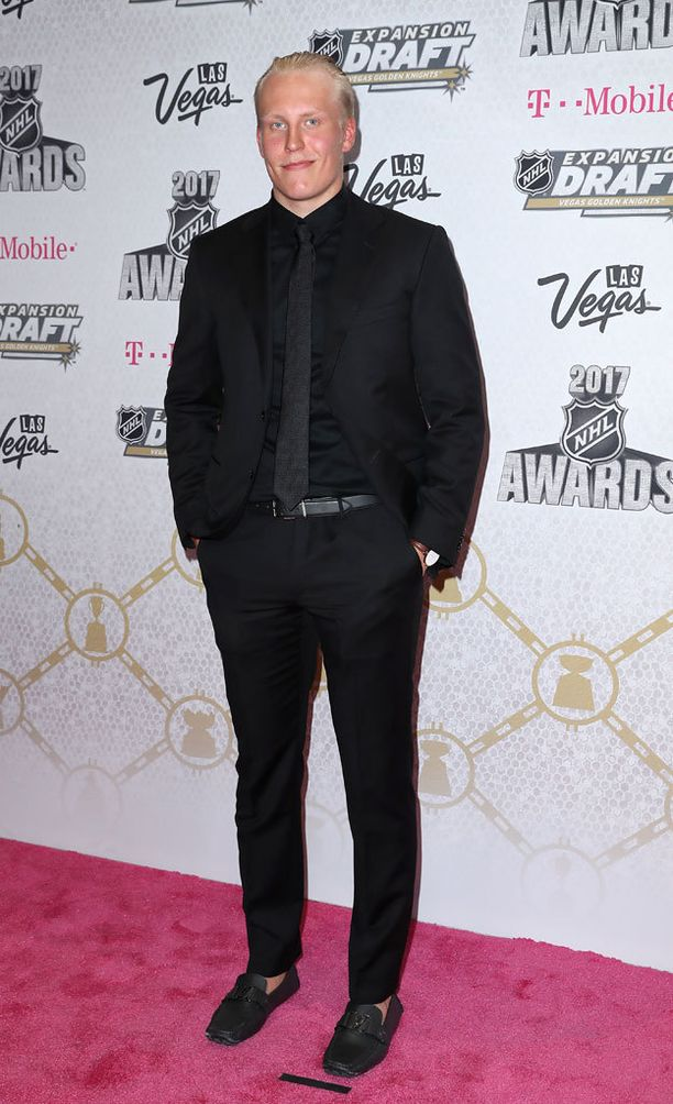 Patrik Laine luotti NHL:n palkitsemistilaisuudessa mustaan.
