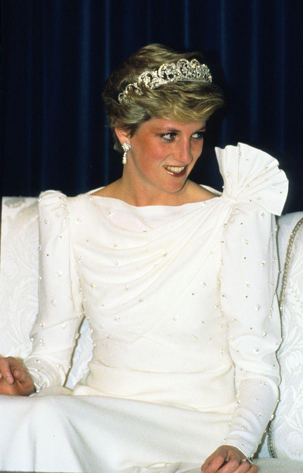 Tämä Dianan iltapuku päätyi museon omistukseen.