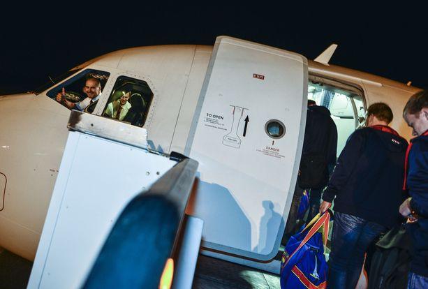 KYYTIIN Finnair kuljettaa Jokereita paikasta A paikkaan B - ja sieltä paikkaan C ja paikkaan D. Niin, ja lopuksi sitten takaisin kotiin.