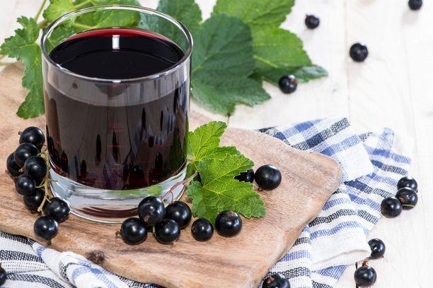 Höyrystämällä tehty mustaviinimarjamehu on perinteikäs juoma.