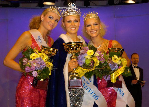 Vuoden 2005 voittajakolmikko Susanna Laine, Hanna Ek ja Elina Nurmi
