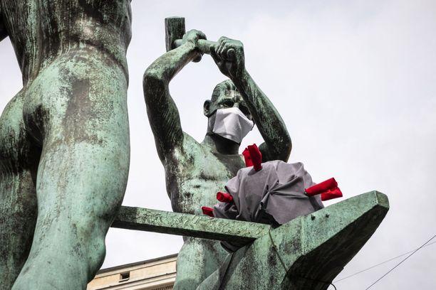 Suomi ryhtyy asteittain purkamaan koronaviruksen takia asetettuja rajoitteita.