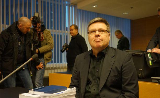 Jari Aarnio kuvattuna Helsingin käräjäoikeudessa joulukuussa.