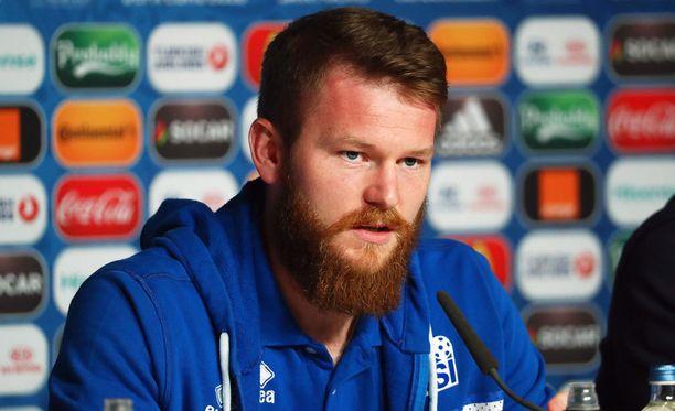 Kipparoiko Islannin kapteeni Aron Gunnarsson EM-kisojen yllätysjoukkueen voittoon Ranskaa vastaan?