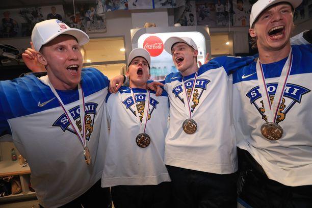 Tuoreet maailmanmestarit saapuvat Suomeen maanantaina iltapäivällä.