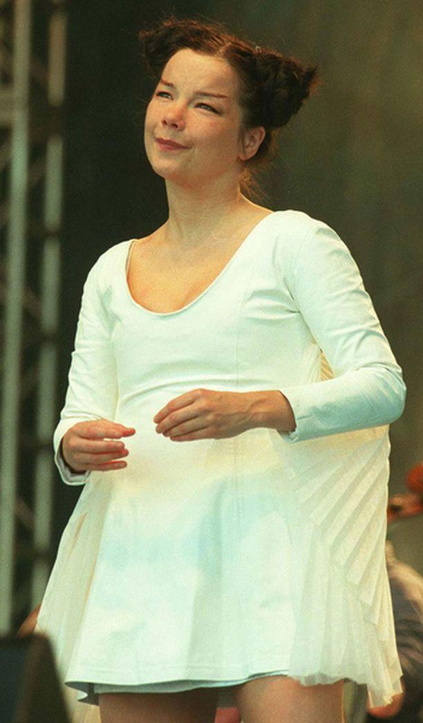 Björkin odotettu konsertti peruttiin tiistaina.