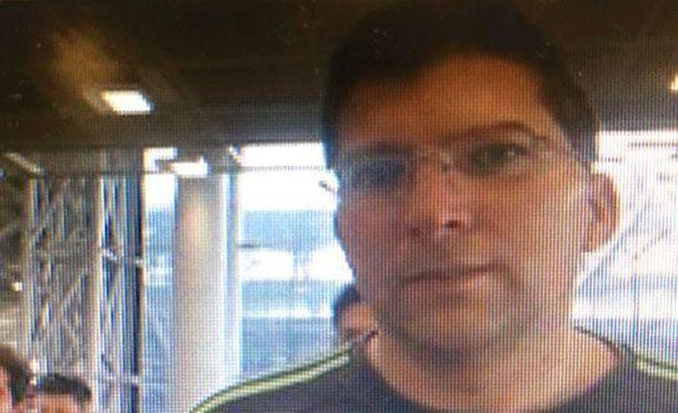 Zdenek Pfeifer otettiin kiinni Phuketissa. Ainakin yksi hänen uhreistaan on alaikäinen.