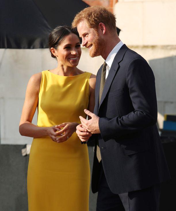 Prinssi Harry ja herttuatar Meghan on totuttu näkemään osoittamassa toisilleen hellyyttä myös virallisissa tilaisuuksissa.
