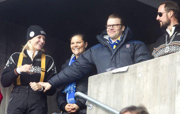 Victoria ja Daniel sekä Norjan kruununprinssipari seurasivat yhdessä MM-hiihtoja.