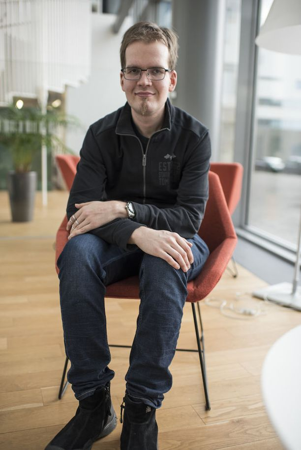 Antton Puonti kertoi Talent Suomen finaalissa, että hänen vanhempansa olivat vastustaneet poikansa lähtöä ohjelmaan. - Nyt he ovat kyllä syöneet sanansa ja ymmärtävät paremmin taitoani, ohjelman voittajaksi selviytynyt mies nauraa.