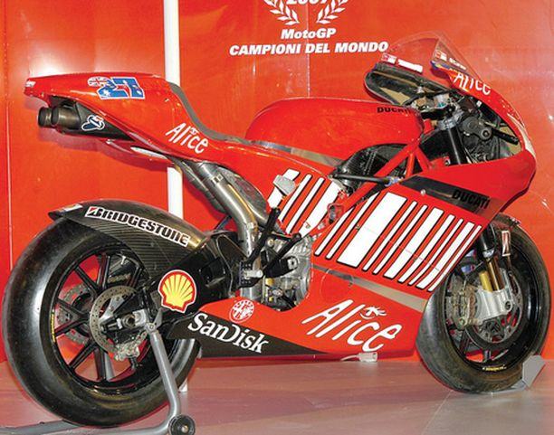 MESTARIN PELI. Moto GP:n uusi kuningas Caysey Stonerin menopeli oli suosittu kohde.