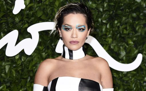 """Rita Ora vähät välitti koronasta ja järjesti hulppeat juhlat: """"Luulin, että tämä on ok"""""""