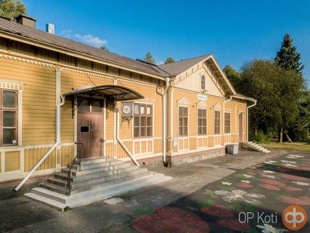 Suonenjoella myydään kaupungin vanhaa rautatieasemaa.