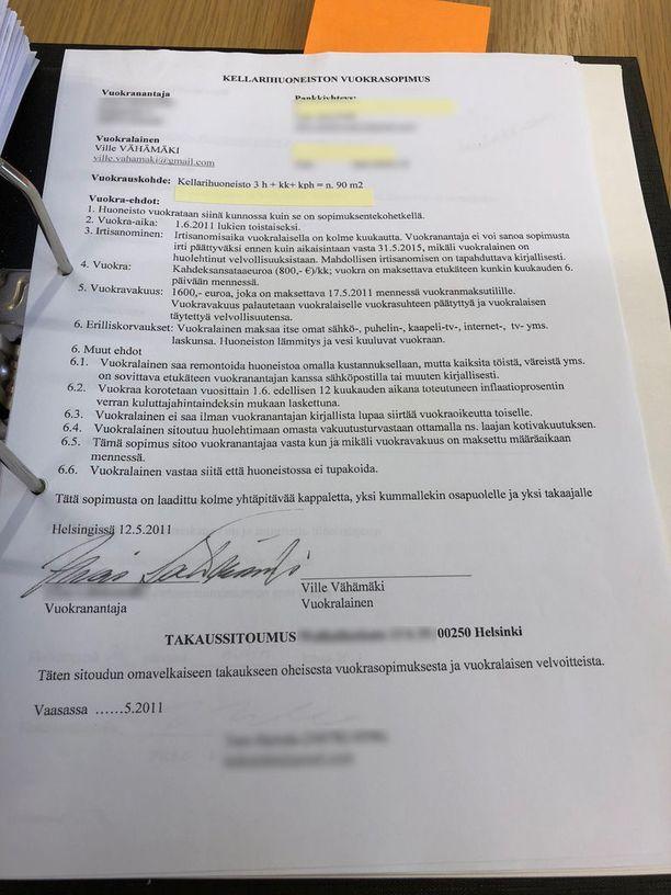 Vähämäki asui kesäkuusta 2011 syyskuuhun 2013 nykyisen kakkosasuntonsa lähistöllä sijaitsevassa kellarihuoneistossa. Kyseistä kellarihuoneistoa on vuokrattu yhtiöjärjestyksen vastaisesti asuinkäyttöön.