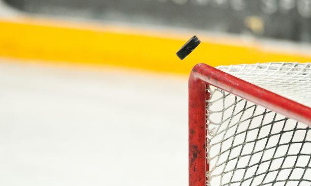 Rasismi nosti päätään poikien jääkiekko-ottelussa. Arkistokuva.