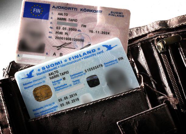 Vuodenvaihteen jälkeen uusia pankkitunnuksia haettaessa henkilöllisyys pitää todistaa passilla tai henkilökortilla, ajokortti ei enää kelpaa.
