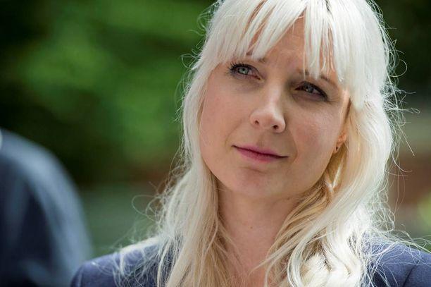 Laura Huhtasaari on ruotsalaisten päätöksestä mielissään.