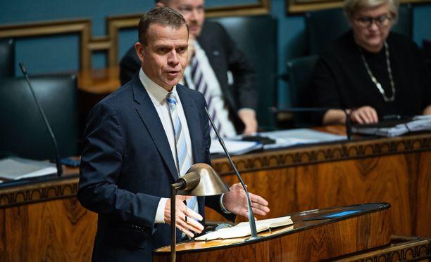 Petteri Orpo (kok) toimi kyselytunnilla pääministerin sijaisena.