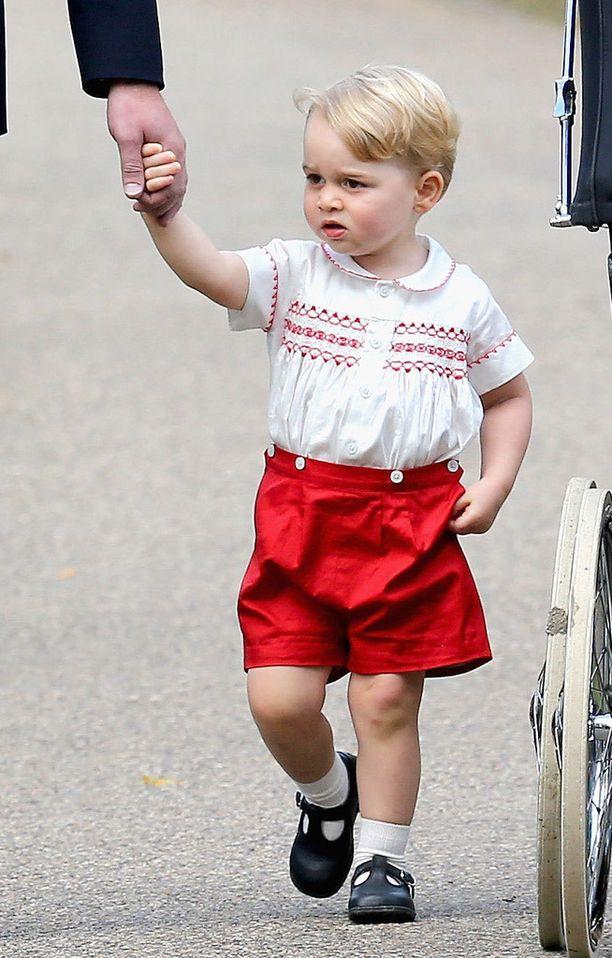 Myös prinssi George on kuin ilmetty isänsä pienenä. Tässä kuvassa hän on parivuotias.