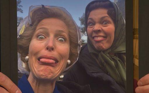 """Salattu video The Crownin kulisseista lävähti julki - Gillian Anderson: """"Niin nöyryyttävää"""""""