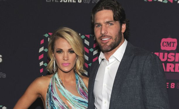 Carrie Underwood ja Mike Fisher menivät naimisiin heti, kun tähtikiekkoilija kaupattiin Nashvilleen.