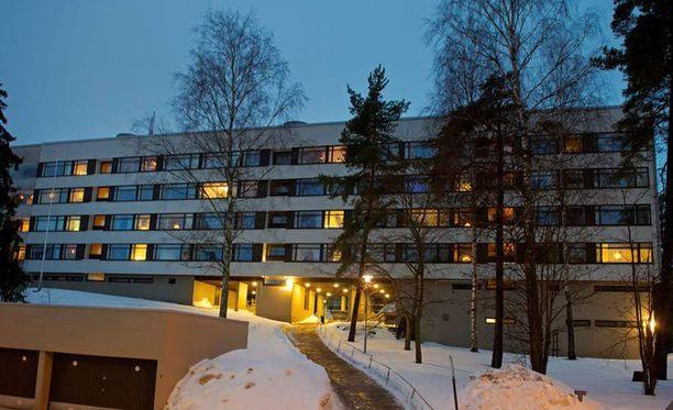 Nuori lapsiperhe asui tässä talossa Helsingin Laajasalossa. Varsinainen surmatyö tapahtui kuitenkin sukulaisten asunnossa Helsingin Kontulassa.