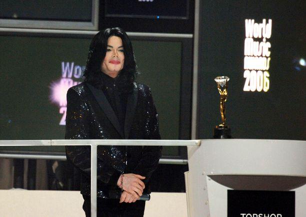 Michael Jackson kuvattuna vuonna 2006.
